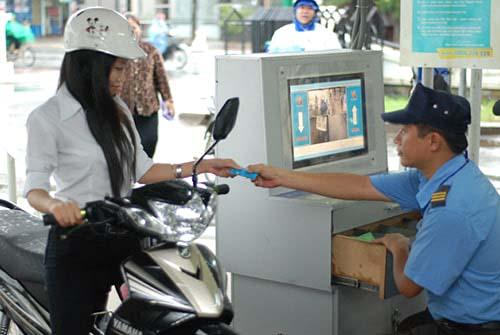 Lựa chọn máy giữ xe bằng thẻ từ cho hệ thống quản lý bãi xe