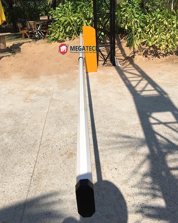 Sử dụng cổng barrier với thanh chắn dài 3m kiểm soát ô tô